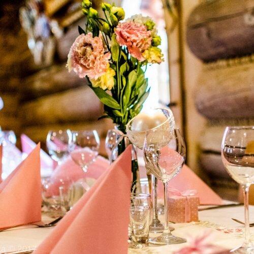 stół a wesele nakrycie karczma Młyniska Zakopane dekoracje_Easy-Resize.com